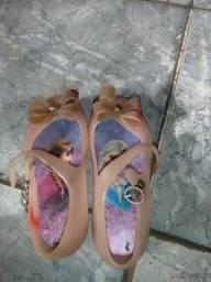 Vendo esses sapatinhos de criança