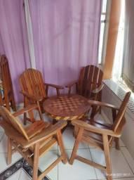 Jogo de cadeiras com mesinha de centro
