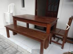 Título do anúncio: Mesa e bancos de madeira maciça