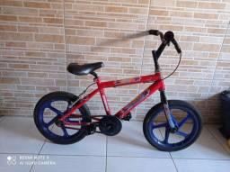 Bicicleta aro 16 do homem aranha vermelha com azul por 200 reais!