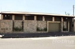 Casa à venda, 3 quartos, 8 vagas, Santa Mônica - Uberlândia/MG