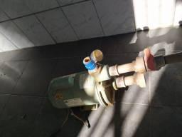 Bomba de agua hidráulica usada