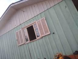 Alugo casa com 4 quarto 2 salas 1 cozinha 1 banheiro  garagem para 2 quarto