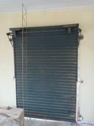 Porta De aço medindo 1,6 largura x 2,20 altura