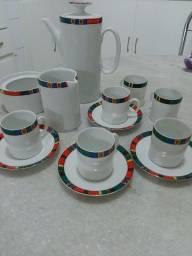 Jogo de xícara de café e jogo de chá