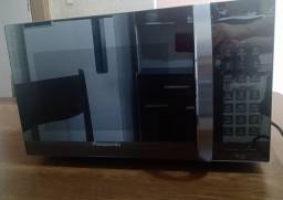 VOLTAGEM 220. Microondas novo de inox, função grill, capacidade 30 litros e voltagem 220.