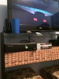 Xbox 360 com 2 controles e jogos