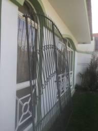 Portão de ferro em bom estado