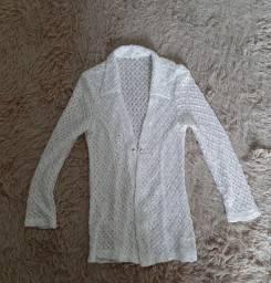 Blusa branca, manga comprida