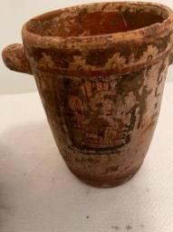 Duas peças pré-colombianas, MesoAmerica. Ambas policromadas.