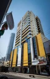 Apartamento no Centro de Balneário Camboriú, a 240 metros da praia, com 2 suítes totalment
