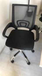 Título do anúncio: Cadeira de escritório com rodas e braços - Preta - Seminova - Mobly