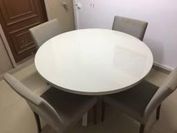 Mesa laqueada com 4 cadeiras