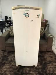 Título do anúncio: Vendo geladeira Cônsul facilite 340 litros Froos free Entrego