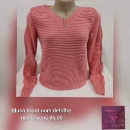 Blusa tricot com detalhe vazado nos braços