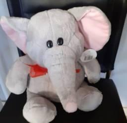 Título do anúncio: Elefante Pelúcia Cinza com Rosa pequeno