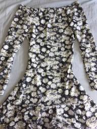 2 vestidos floridos de manga comprida