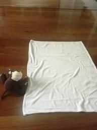 Macaco de Pelúcia com Manta Bege 100cm X 80cm
