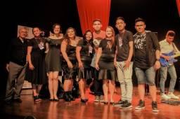 A escola talentos music contrata professor(a) de canto e violino
