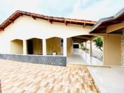 Casa 04 Quartos, Área de Churrasco+Quintal e Paisagismo!!!