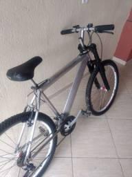 Bicicleta em alumínio e amortecedor