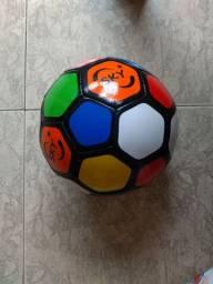 Bola de Futebol infantil novinha sem uso