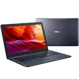 Notebook Asus semi-novo.