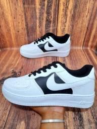 Título do anúncio: Tênis Nike Air Force 1° Linha Branco/Preto