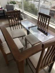 Mesa em madeira com vidro e 4 cadeiras