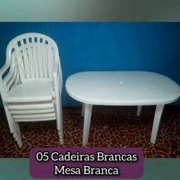 Título do anúncio: Conjunto Mesa Plástica Oval e 05 Cadeiras