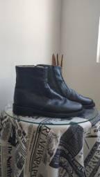 Bota em couro preto