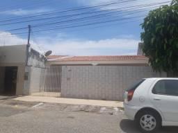 Título do anúncio: Casa no Augusto Franco, Bairro Farolandia, Ótima Localização!!! -