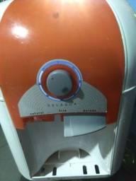 Bebedouro Esmaltec gelando normal  só falta uma  torneira
