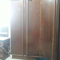 Guarda roupas porta maleiro madeira pura top do meu uso.
