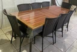 Vende -se mesa com oito cadeiras