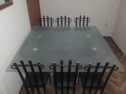 Mesa de vidro temperado com 6 cadeiras