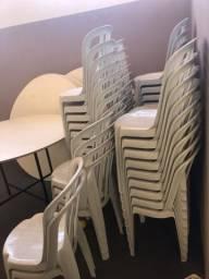 Mesa e cadeiras para festa