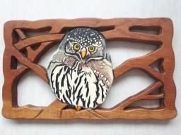 Quadro em madeira entalhe coruja
