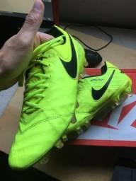 Chuteira profissional Nike Tiempo f472992d1aba7