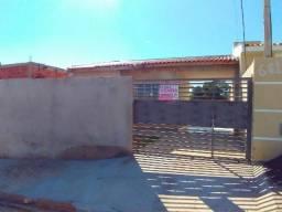 Imóvel em Anhumas com garagem coberta