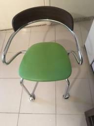 Cadeira em inox e Madeira