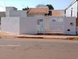 Casa com 3 dormitórios para alugar, 60 m² por R$ 950,00/mês - Jardim Aero Rancho - Campo G