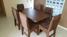 Vendo mesa de jantar com 6 cadeiras estofadas