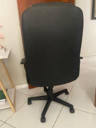 Cadeira Executiva de escritório (giratória e regulável)