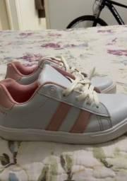 Título do anúncio: Vende-se sapatos infantis