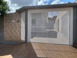 Casa com 3 quartos, terreno com 300 m², aceita FGTS e financiamento, aceita carro