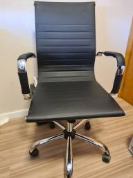 Título do anúncio: Cadeira Presidente Giratória<br><br>