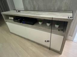 Rack cinza de madeira com duas gavetas brancas