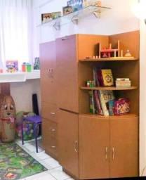 Mesa e armário! Ótima qualidade!