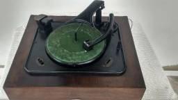 Toca disco inglês Garrard D16 década de 40